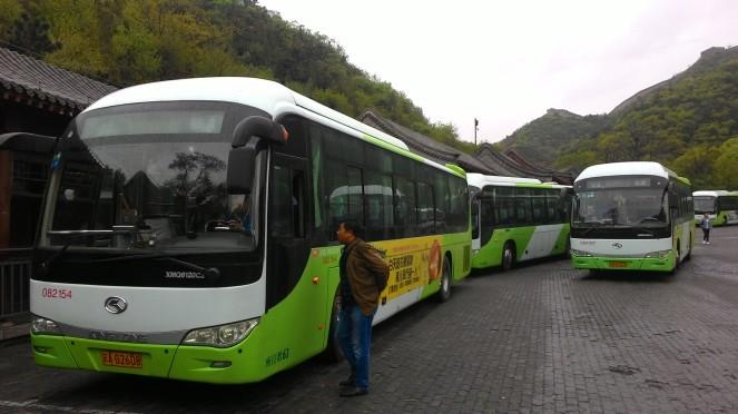 Bus di Parkiran